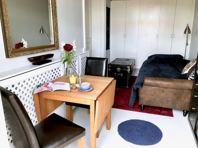 Rum och frukost i sekelskifteshus mitt i Vasastan