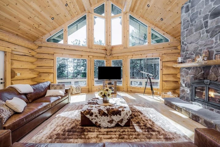 Luxurious Log Cabin Cottage