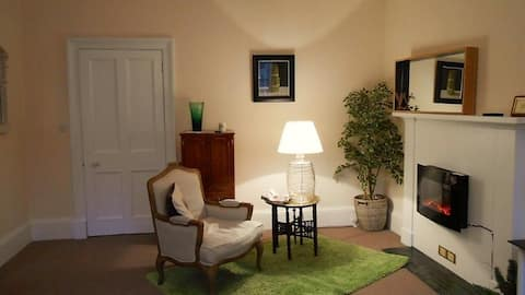 Montrose Apartment In the heart of Selkirk