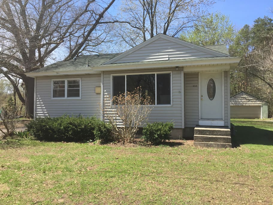 Cute 3 bedroom ranch centrally located houses for rent for 3 4 houses in michigan