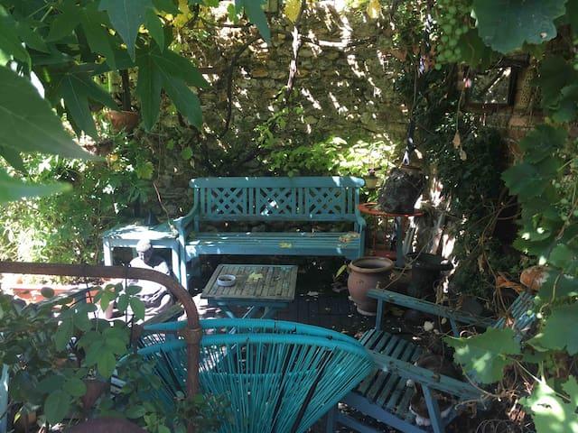Maison ancienne 2/3 pers St Arnoult avec jardin