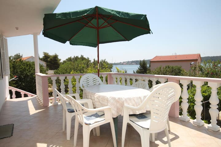 Two bedroom apartment with terrace and sea view Verunić (Dugi otok) (A-8104-a)