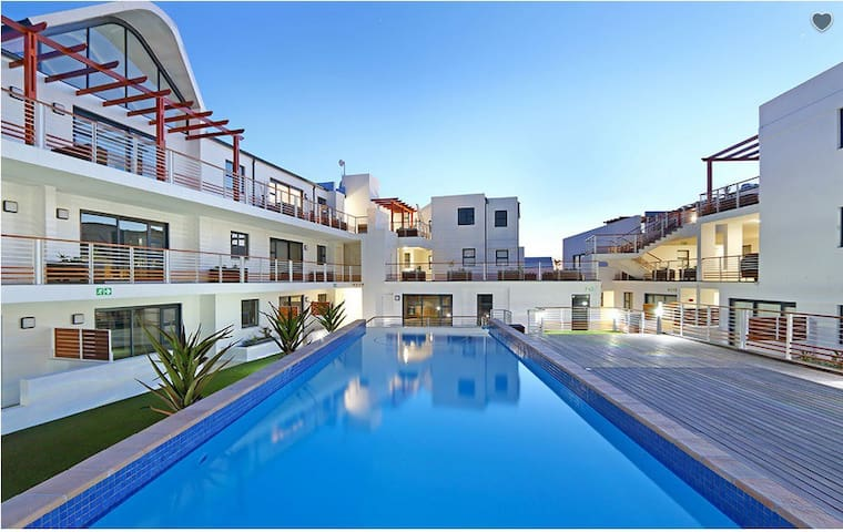 Upmarket Secure Apartment with Pool close to Beach - Cidade do Cabo - Apartamento