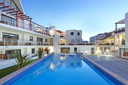 Upmarket Secure Apartment with Pool close to Beach - 开普敦 - 公寓