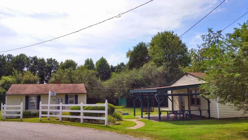 Cottage in Williamsburg / Busch Gardens