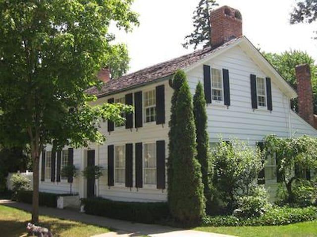 Vanderlip Hutchings House