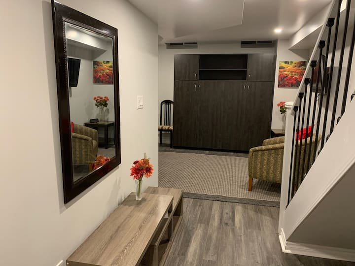 Secluded Apt in Heart of Woodbridge-15min Airport