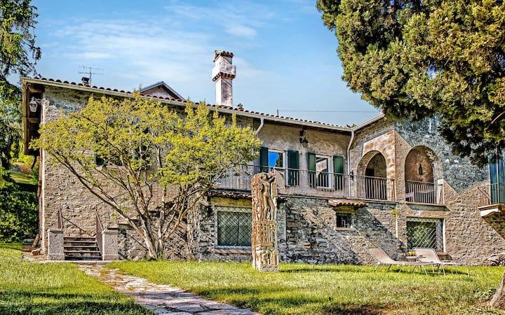 Villa Cira