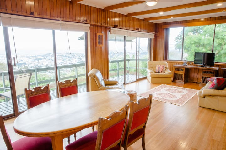Cosy home & spectacular view - West Launceston - Maison