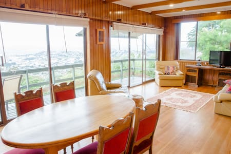 Cosy home & spectacular view - West Launceston - 獨棟