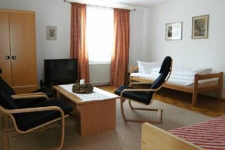 Schöne 3 Zimmerwohnung für 2-6 Personen - Anzing