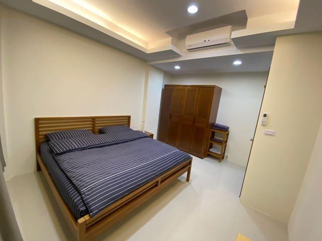 4樓房間詩肯柚木QUEEN床架6*6.2尺