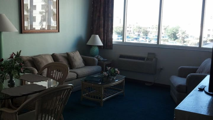 1/1 beach access condo with pool
