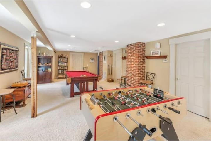 Sunny, family-friendly private 2+ bedroom suite - Ludlow - Casa