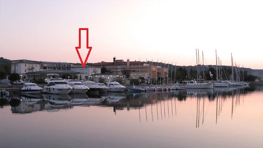 Luxury aparment for 4 on beach Yachting club Izola - Izola - Apartamento