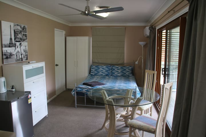 Apartment private and spacious - add on room avail - Wilston - Leilighet
