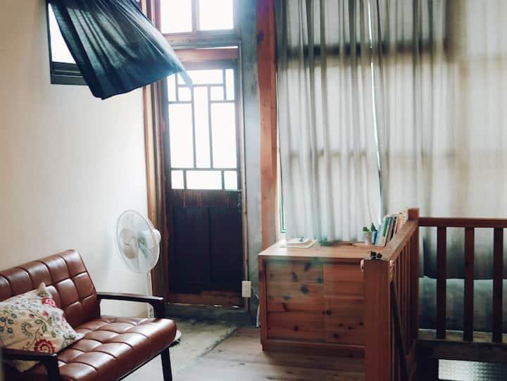 3F_美術館裏的小閣樓。慵懶清新的陽光星空露台。