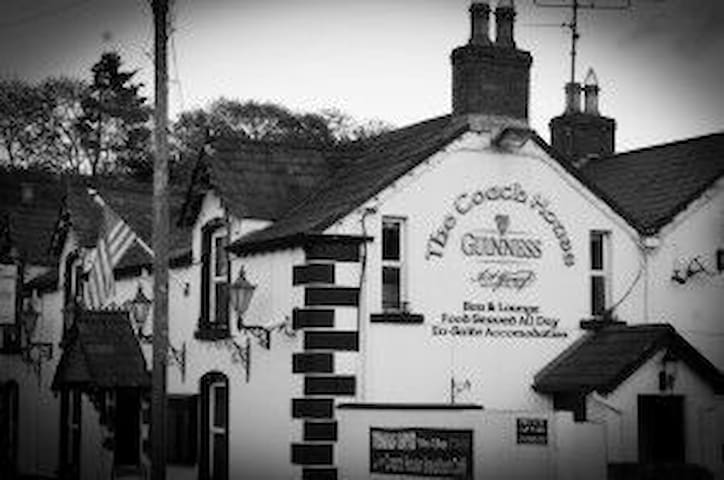 Charming Irish pub on Wicklow Way - Roundwood - Bed & Breakfast