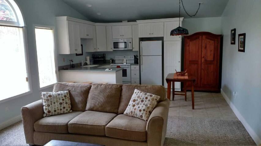 Lake Earl  Guest Suite