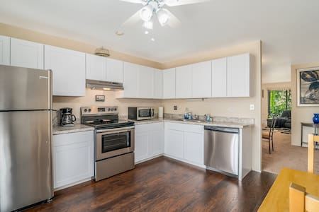 NEW: Suburban 2 Bedroom w/Cable and WiFi!