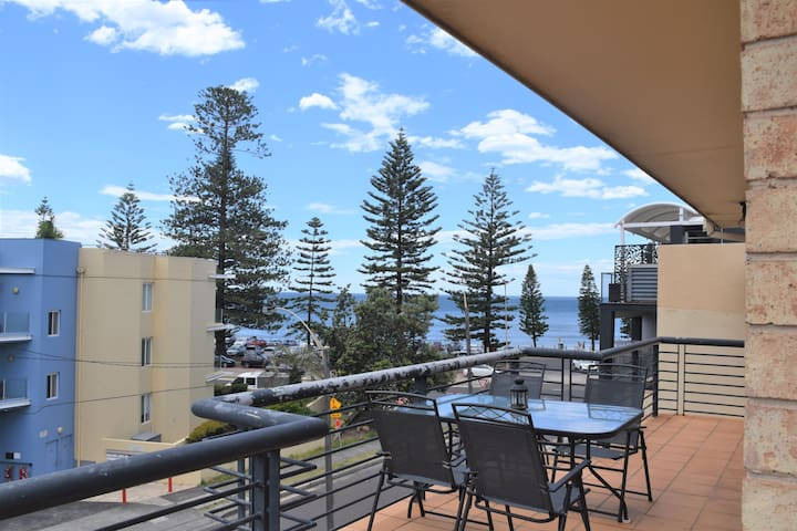The Mira, Collaroy - Stunning Oceanview Apartment!