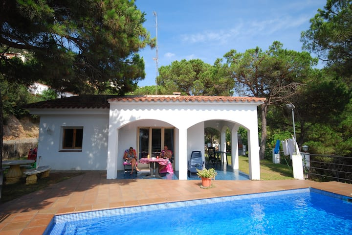 Verscholen villa in Catalonië met privézwembad