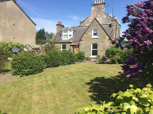 Central Detached Cottage with Large Private Garden - Saint Andrews - Casa
