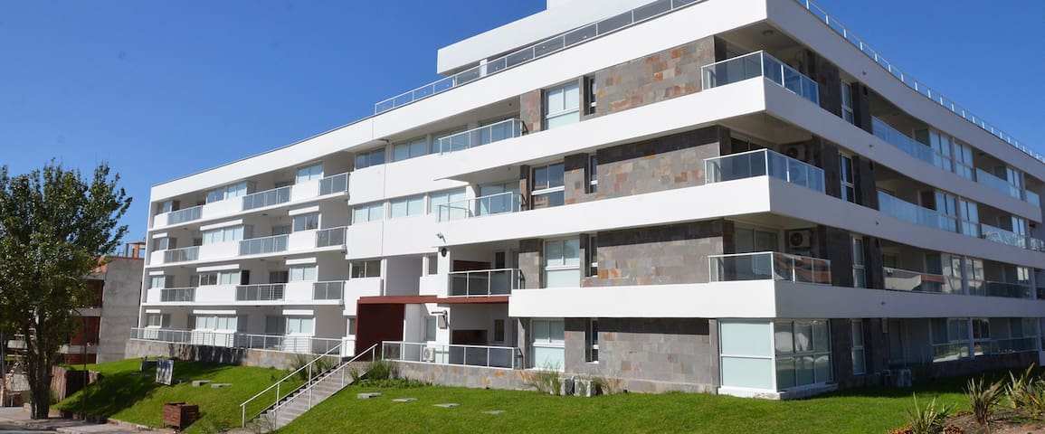 Depto. con amenities a mts del mar - Pinamar - Apartament