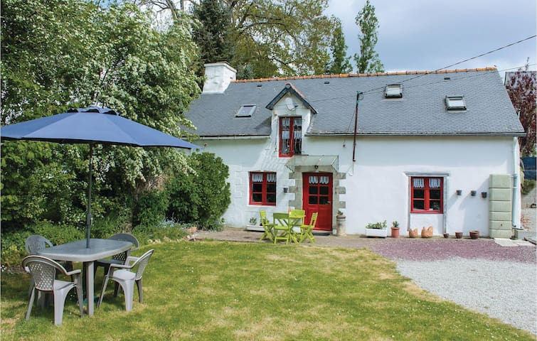 Holiday cottage with 2 bedrooms on 70 m² in Noyal-Pontivy