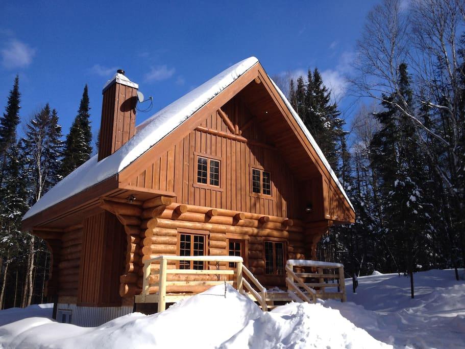 Le rustique chalets for rent in saint faustin lac carr for Laurentian mountains cabin rental