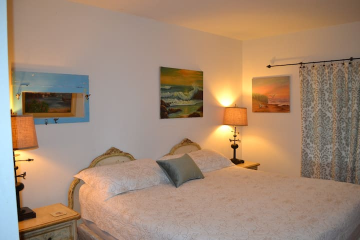 Welcoming King Bedroom #1 w bath directly across the hall