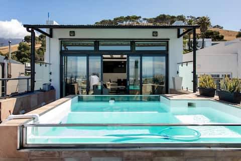 Luxury Penthouse with Private Rooftop Pool