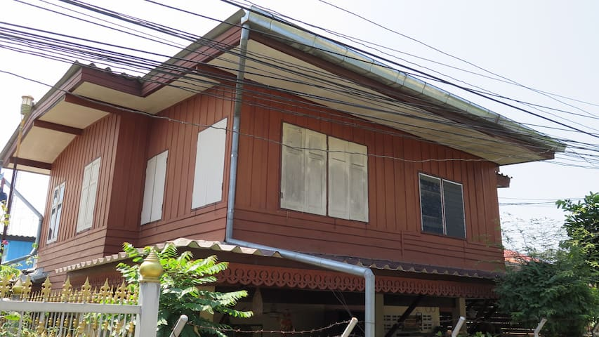 Kaew House - 30 Year Old Thai House in Lopburi #1