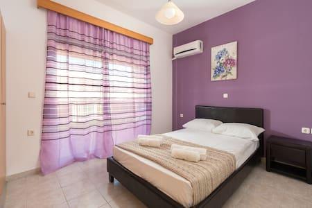 Savvas Delux Apartment - Afantou