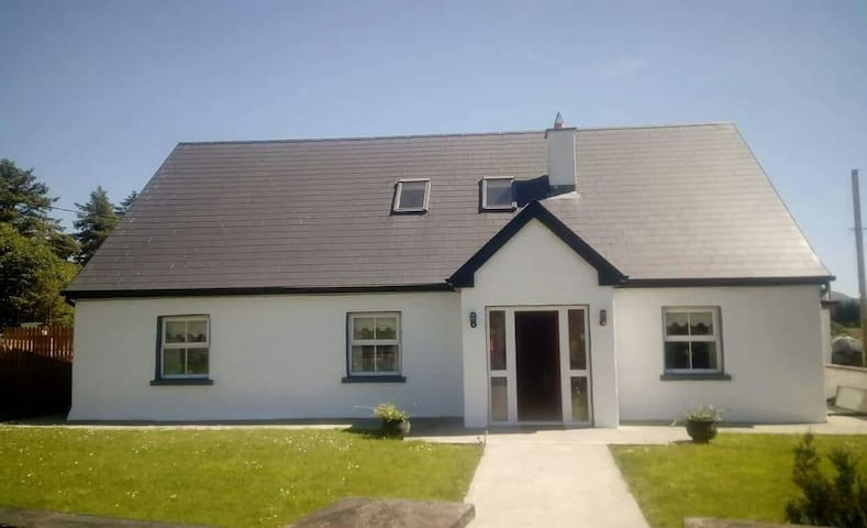 Tonlegee aughagower Westport Farmhouse stay
