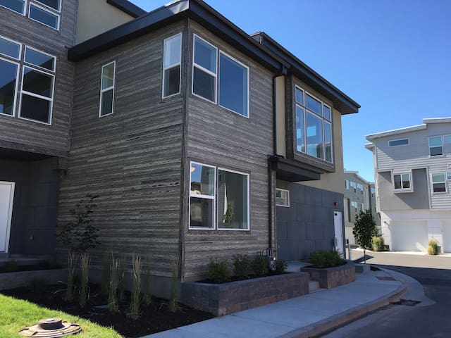 Modern Townhome close to everything!