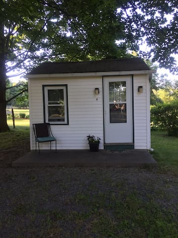 Cabin in the heart of the Hudson Valley! Cabin 4