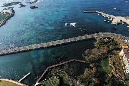 제주 협재 인근 바다가 보이는 렌트하우스(빌라형/30평대) - Hallim-eub, Jeju-si