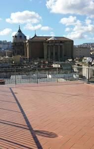 Decumaniroof mansarda sulla via dei decumani - Naples