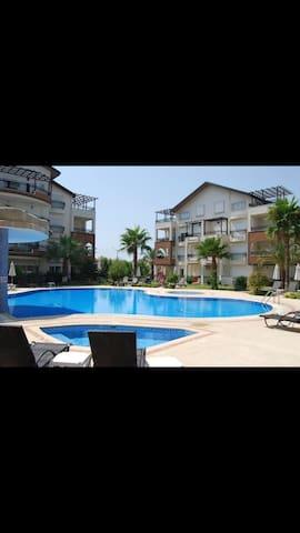 Ferie leilighet, med svømmebasseng - Side - Flat