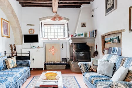 Florence Siena & Chianti in Quintessential Villa Apartment