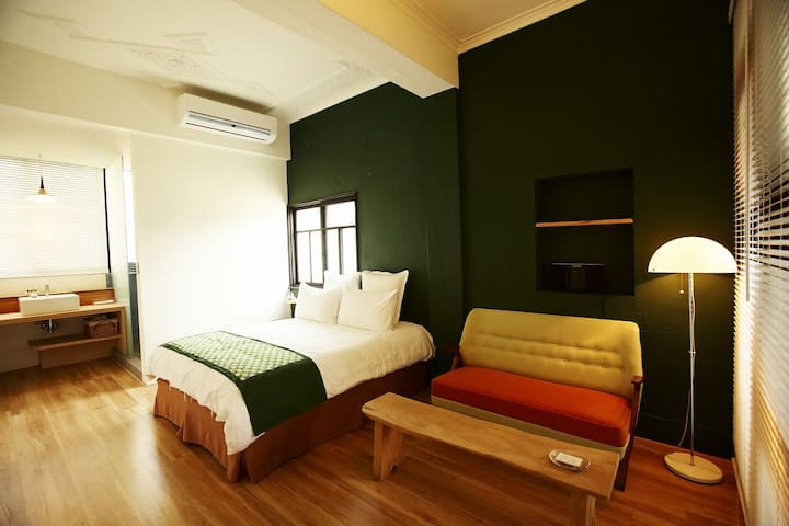 Your Fun Apartment// Room NO.8