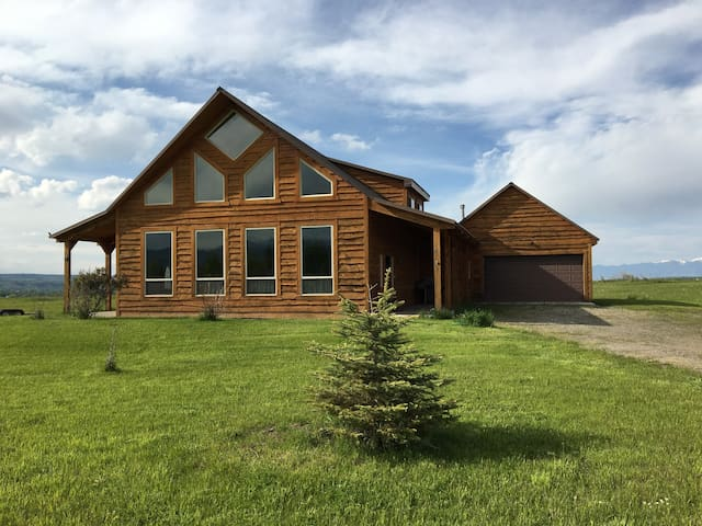 Lovely home near fishing and skiing - Gallatin Gateway - Maison