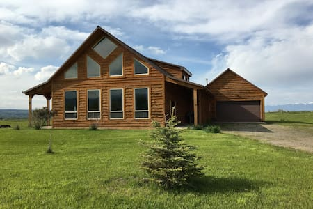 Lovely home near fishing and skiing - Gallatin Gateway
