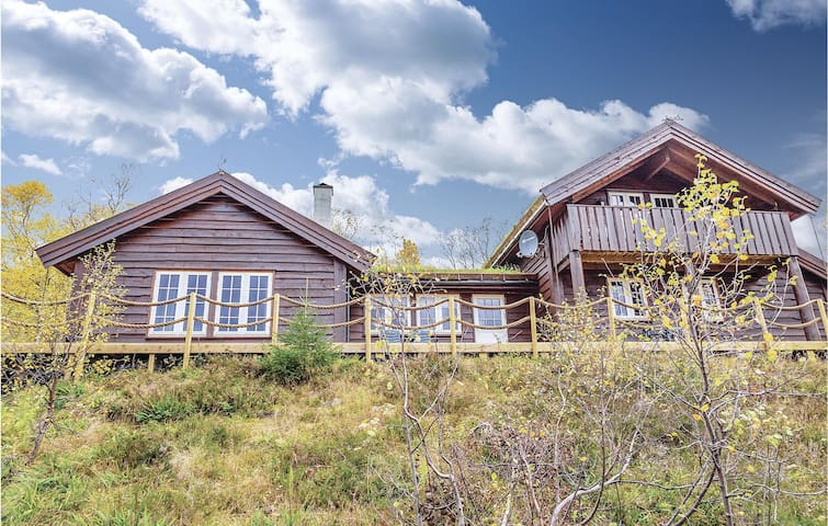 Holiday cottage with 4 bedrooms on 135m² in Sykkylven