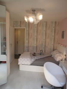 Chambre proche Disney, Paris en Famille / étudiant - Saint-Thibault-des-Vignes - House