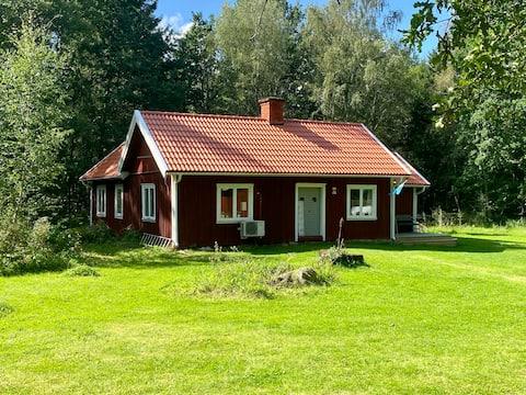 Eget hus mitt i naturen, med plats för flera.