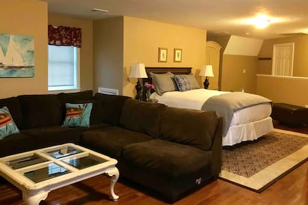 Private Elmwood Guest Suite with separate entrance