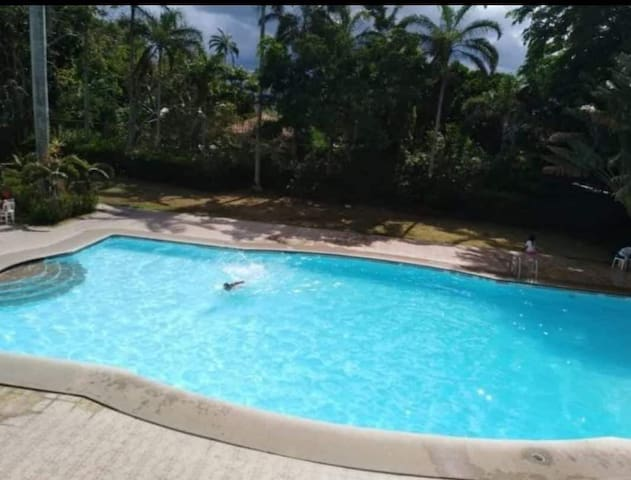 Affordable Tagaytay room for rent w/ swimming pool