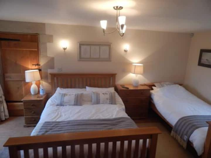 Private entrance, double & single bed in room